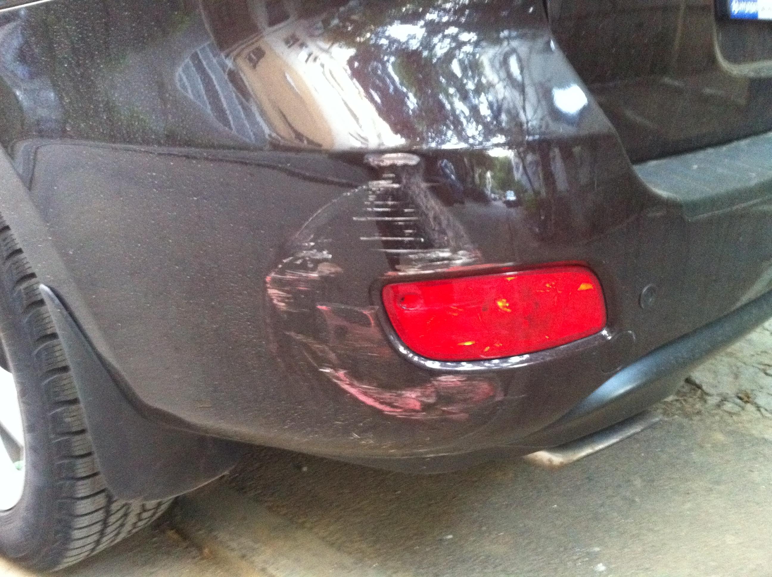 Ce faci dacă îți găsești mașina lovită în parcare?